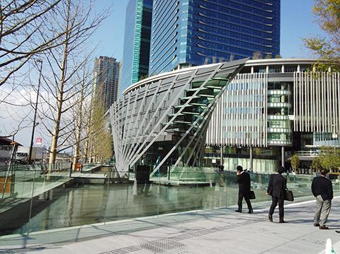 大阪駅北口駅前広場